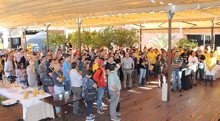 Unos 200 gerentes de tiendas, en la 12+1 convención de Dynos