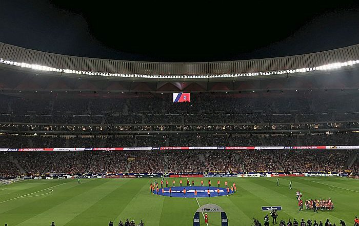 LG Atlético de Madrid Wanda Metropolitano FanZone Diodo LED ribbon board dinámico LG OLED Signage profesional LG Cooler de puerta translúcida pantallas táctiles LG LG Partner 360