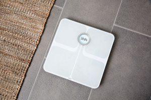 Fitbit Aria 2 báscula inteligente vida sana alimentaqción saludable Fitbit Ionic Fitbit Flyer Deja de lado el azúcar peso porcentaje de grasa corporal masa grasa Índice de Masa Corporal (IMC)