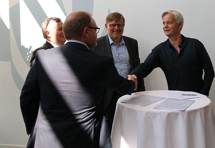 Nilfisk Hans Henrik Lund Carnegie Robotics Blue Ocean Robotics TP-X RoBi-X Claus Risager Rune K. Larsen John Erland Østergaard. innovación disruptiva