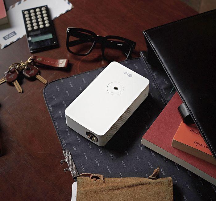 LG CineBeam modelo PH30JG proyectores LED de LG MHL Miracast Bluetooth y USB Bluetooth USB HDMI resolución HD proyectores portátiles