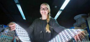 El centro tecnológico Eurecat ha logrado una tecnología de fabricación para pantallas LED que permite rebajar su coste un 40% y reducir a la mitad las emisiones contaminantes durante el proceso de fabricación.