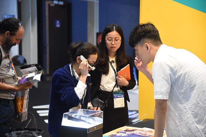 98.000 visitantes profesionales pasaron por la edición de primavera de la Feria de Electrónica de Hong Kong