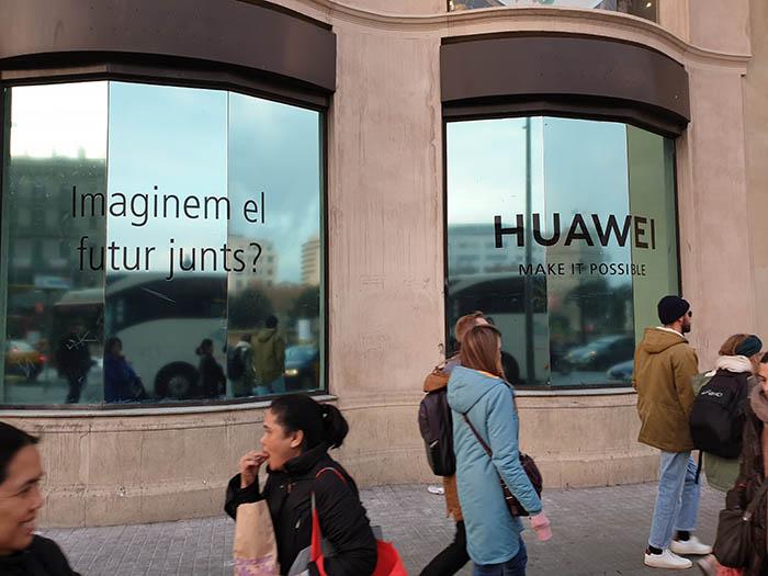 tiendas propias Huawei, espacio huawei, madrid, barcelona, teléfonos móviles, marca huawei, españa, telefonía móvil, smartphone