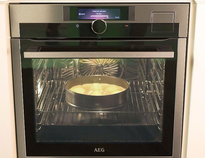 AEG, Bake Off, Bake Off España, Cuatro, hornos SteamPro, Jesús Vázquez, Mediaset, placas de inducción Pure, The Great British Bake Off