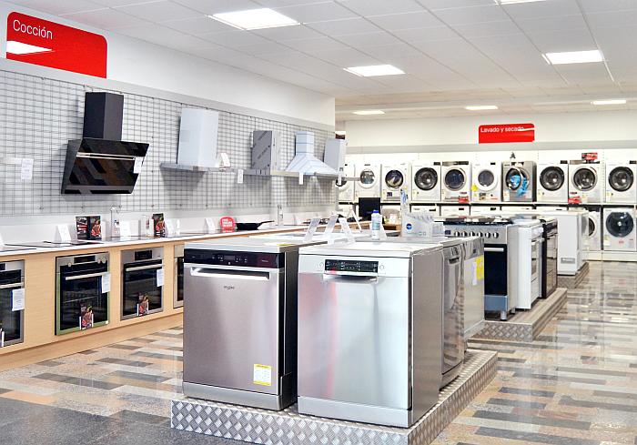 zona de exposición de cocinas en la tienda Cenor Carballo en A Coruña