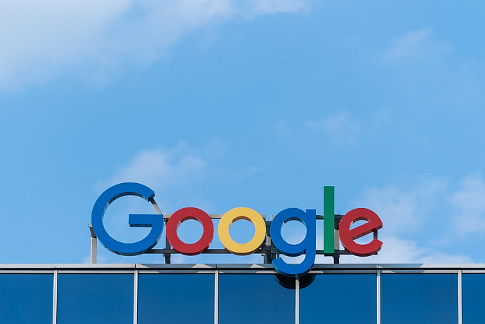 Google logo en fachada